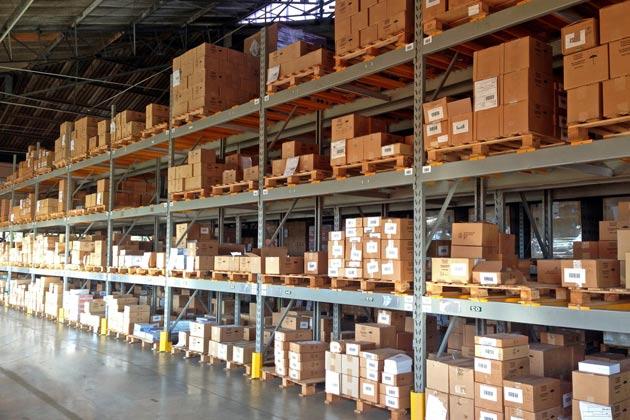 As pragas de armazenamento podem estar nas prateleiras com caixas de papelão. Atente-se!